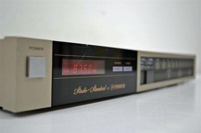 Stereotüüner Fisher FM-77-0